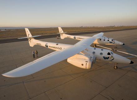 Virgin apresenta aeronave que lançará vôos ao espaço 0807_f_031