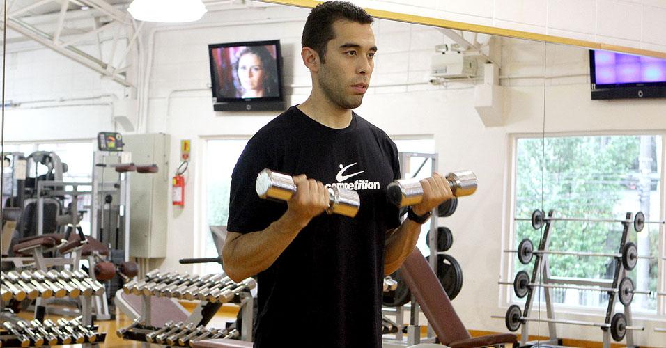 Treino B: bíceps com halter