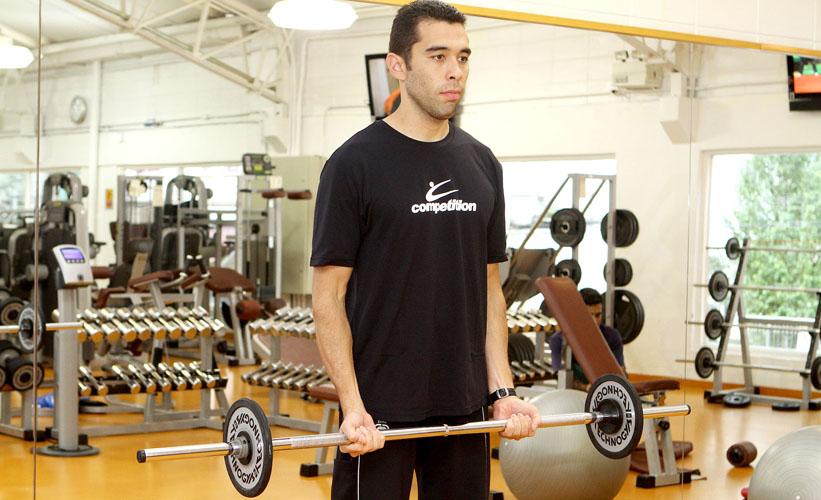 Treino B: bíceps com barra reta