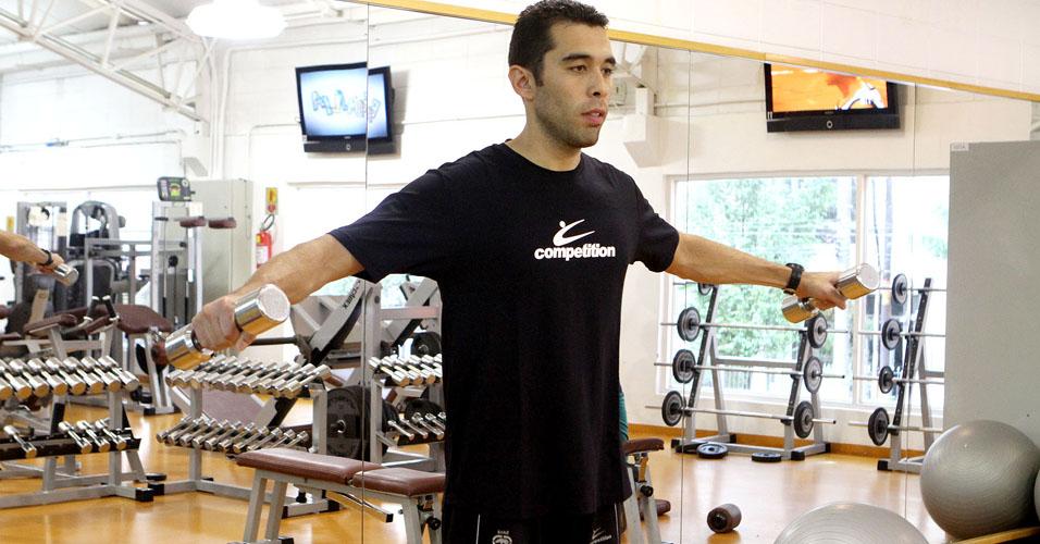 Treino B: elevação lateral de braço
