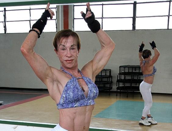 Sônia Moreira Ferraz, 67 anos, participa de campeonatos de fisiculturismo