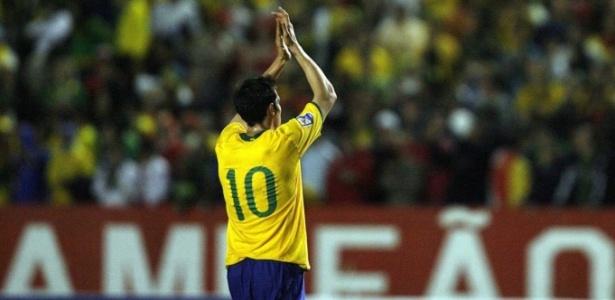 CBF divulga numeração e confirma Kaká com a 10 e Robinho com a 11 -  01 06 2010 - UOL Copa do Mundo - Últimas Notícias 584701a3f8e1a