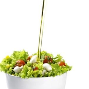 A dieta mediterrânea tem como base o consumo de peixe, frango e azeite de oliva, além da baixa ingestão de laticínios gordurosos e de carne