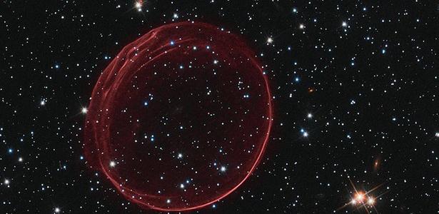 Bola de gás detectada pelo Hubble na Grande Nuvem de Magalhães; veja no álbum