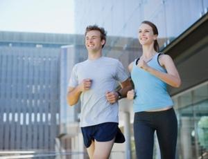 Nova teoria sugere que pode não ser o diafragma o responsável pela dor ao correr, mas a má postura