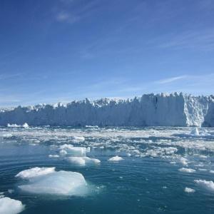 Geleira Store, na Groenlândia; a elevação do nível do mar seria menos pronunciada do que o previsto