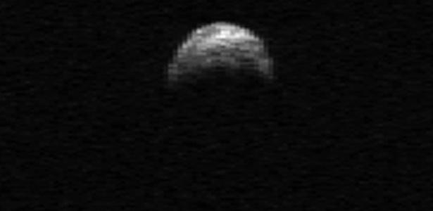 Asteroide 2005 YU55 fotografado por satélite