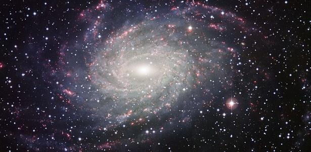 Telescópio encontra galáxia em espiral parecida com a Via Láctea Telescopio-encontra-galaxia-espiral-parecida-com-a-via-lactea-1307023006012_615x300