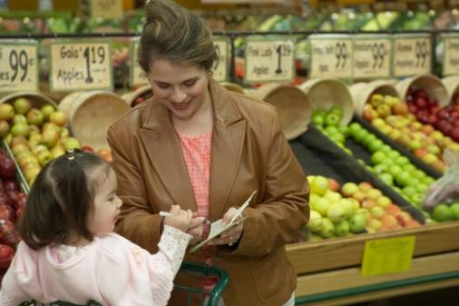 Leve a criança para as compras
