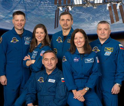 Tripulantes de nave russa chegam a ISS