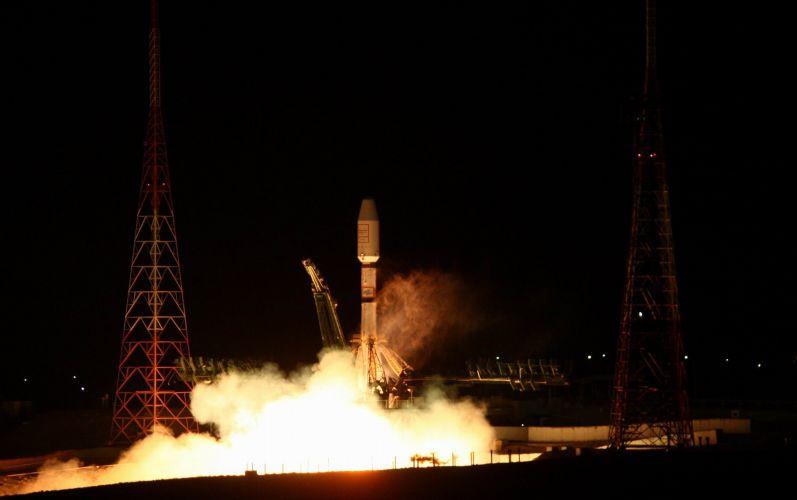 Foguete lançado com satélites