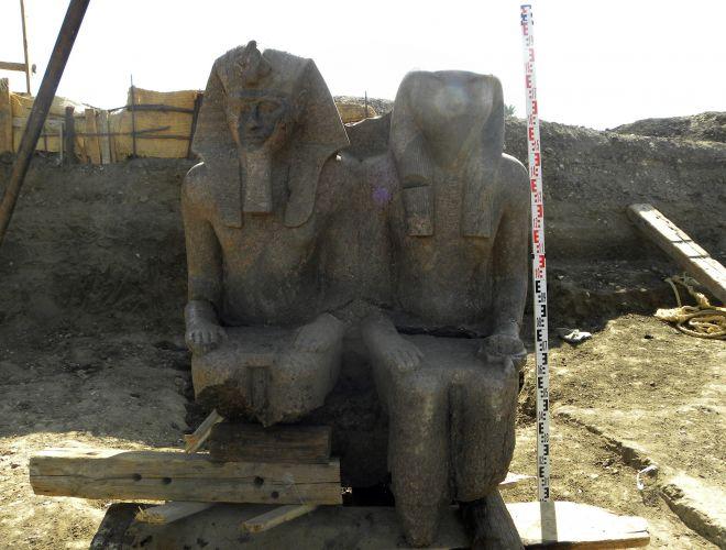 Estátua egípcia