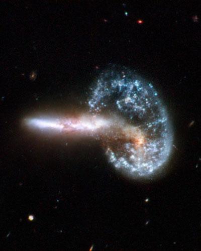 Colisão entre galáxias