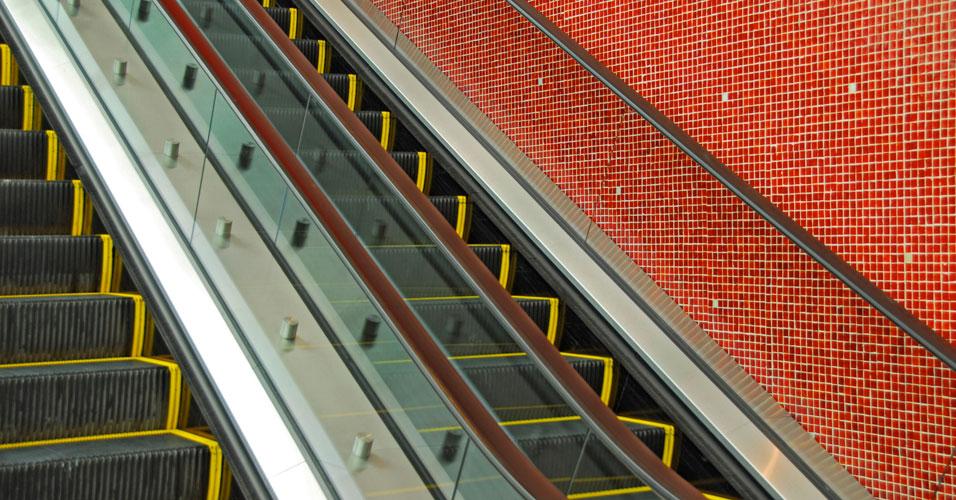 Corrimão de escada rolante