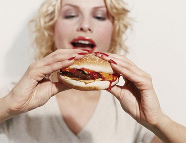 Adultos poderiam comer mais 400 calorias por dia