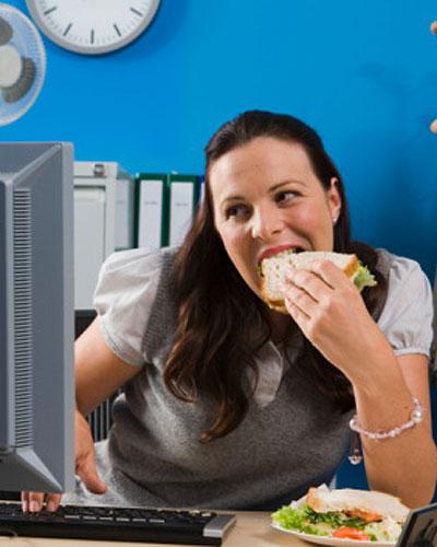 Comer distraído engorda