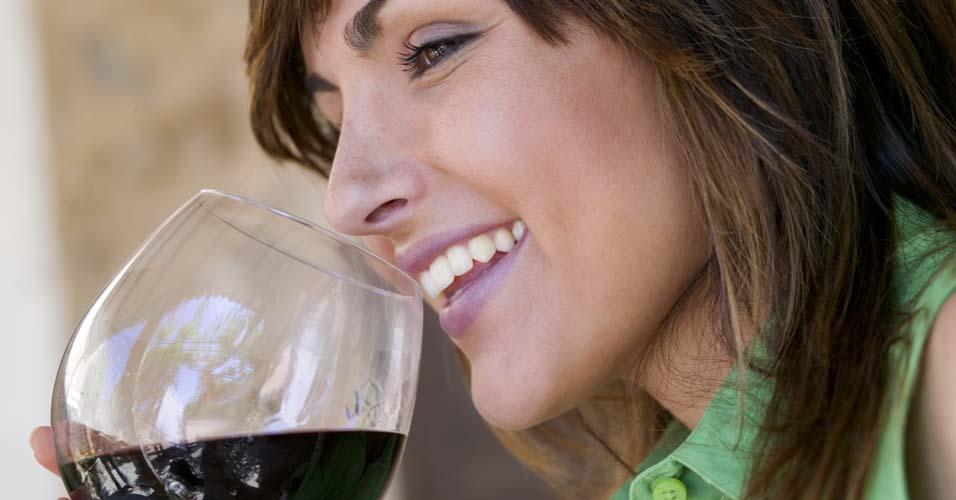 Consumo moderado de vinho ajuda a emagrecer