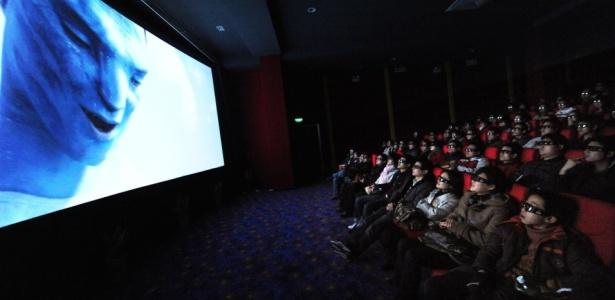 Chineses assistem ao filme Avatar em 3D