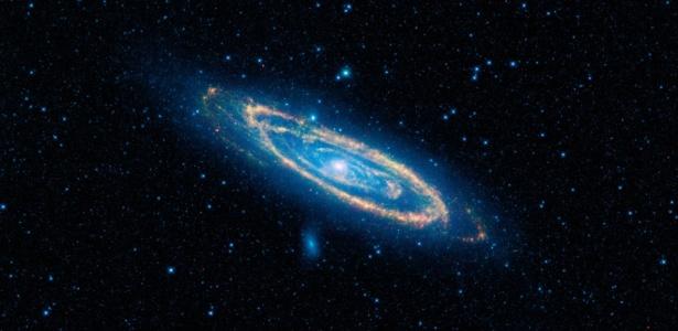 A galáxia Andrômeda, também conhecida como Messier 31