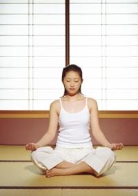 A prática oriental pode fortalecer a região central do cérebro que regula a dor, segundo estudo