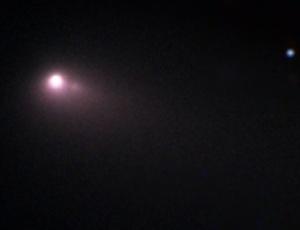 O britânico capturou imagens de um cometa se despedaçando, com ajuda de um telescópio acessado remotamente no Havaí