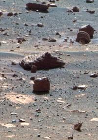 Imagem colorida artificialmente captada pelo novo sistema autônomo do jipe-robô da Nasa em Marte; veja no álbum