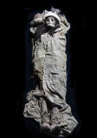 Múmia de 3.800 anos encontrada em antigo cemitério na província de Xinjiang, na China