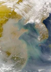 Imagem da Nasa mostra concentração de poluentes sobre a China; essas partículas circulam ao redor do planeta por anos, segundo estudo