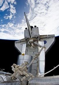 Nave espacial Discovery acoplada à Estação Espacial (ISS)