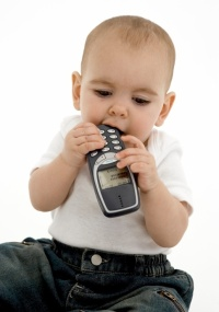 Cerca de 3.500 casos de ingestão de baterias pequenas são reportados anualmente a centros de controle de envenenamento nos EUA