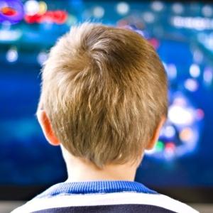 Especialistas recomendam que a criança realize uma hora de atividade física por dia - Thinkstock