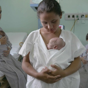 O contato com a mãe beneficia o bebê - Caio Guatelli/Folhapress - 09.04.2003