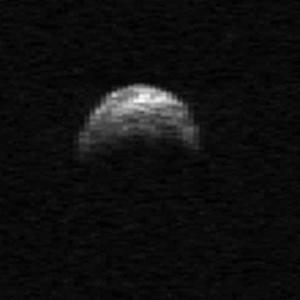 Imagem obtida por radar em Porto Rico mostra enorme asteroide que passou perto da Terra em 2011 - Cornell/Arecibo/EFE