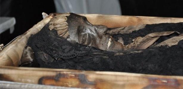 Corpo mumificado da imperatriz Amélia de Leuchetenberg, segunda mulher de d. Pedro 1º